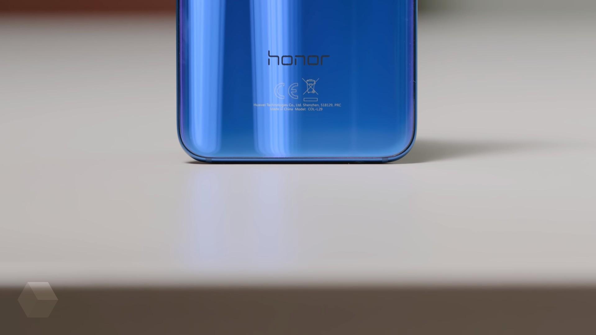 Флагман Huawei Honor 10 приобрели три млн раз