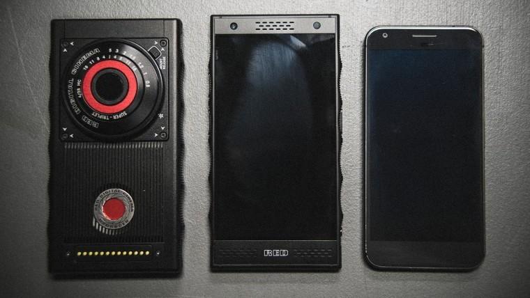 За предзаказ титанового RED Hydrogen One покупатели получат два смартфона1